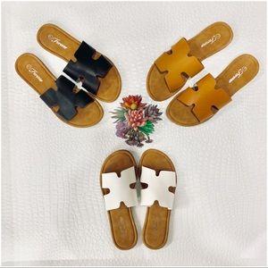 Shoes - ✨RESTOCKED✨Tan Slide Sandal